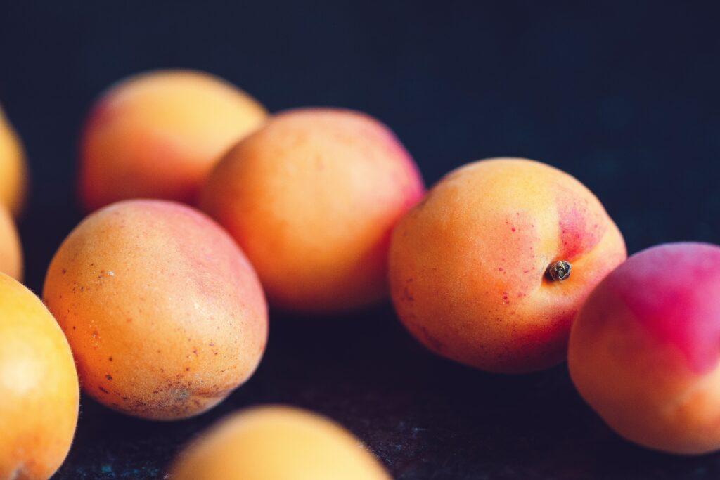 Nejen švestky, ale i meruňky jsou vynikající pro dostatek vlákniny a zdravé stravování.