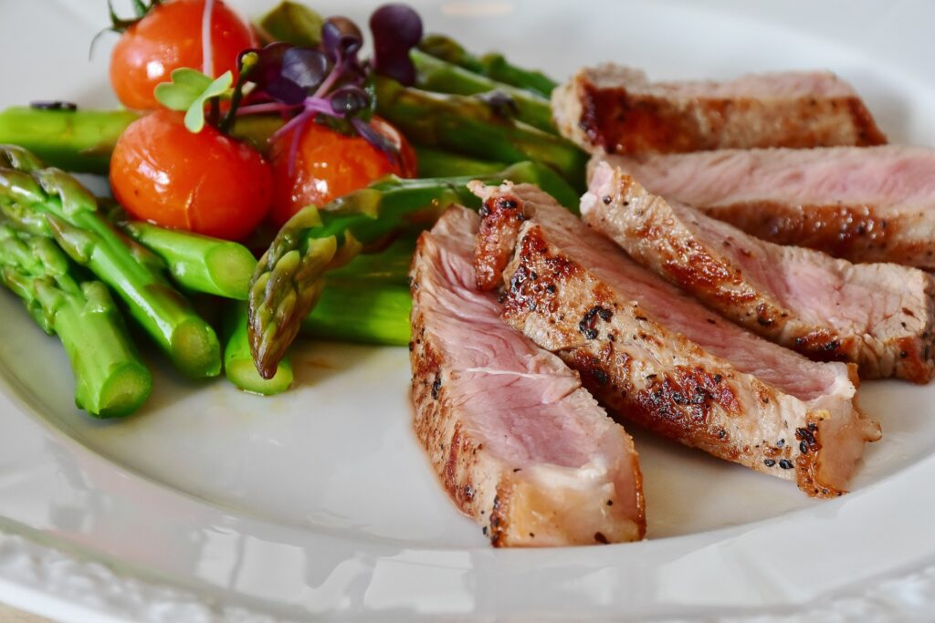 Zdravé potraviny mohou svými účinky dokonce překvapit či nadchnout jako například čokoláda či hovězí steak, neboj se jejich konzumace i v případě, že jsi začala se sportem
