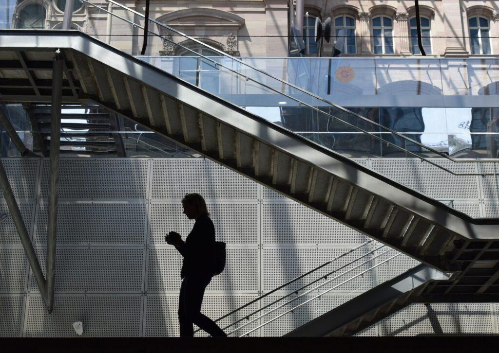 Do schodů nebo ze schodů, ale ne výtahem: tak se předsevzetí splní