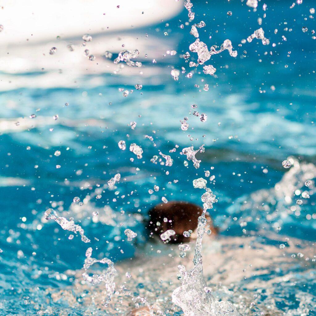 Vaše předsevzetí pomůže dodržet obava, abyste na koupališti nemusela být jenom ve vodě ;)