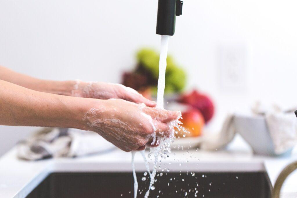 Pití čisté vody pomáhá překonat únavu