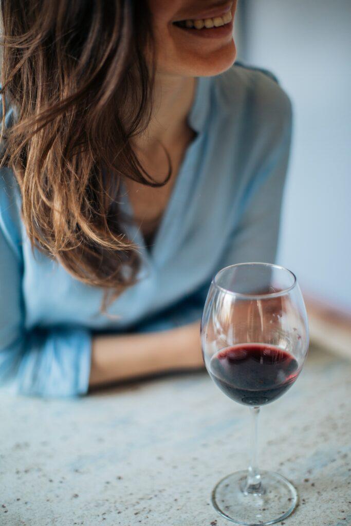 Psychika se po alkoholu zlepší, ale nadměrné množství je nebezpečné.