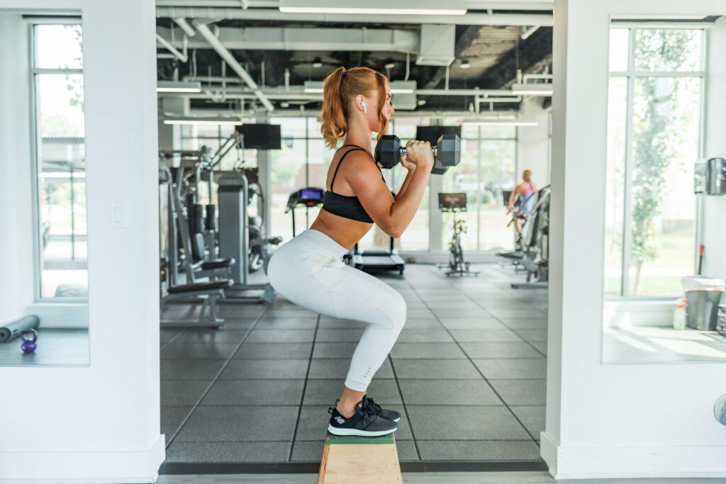 Vždy si hlídejte, abyste při cvičení měla zpevněné tělo