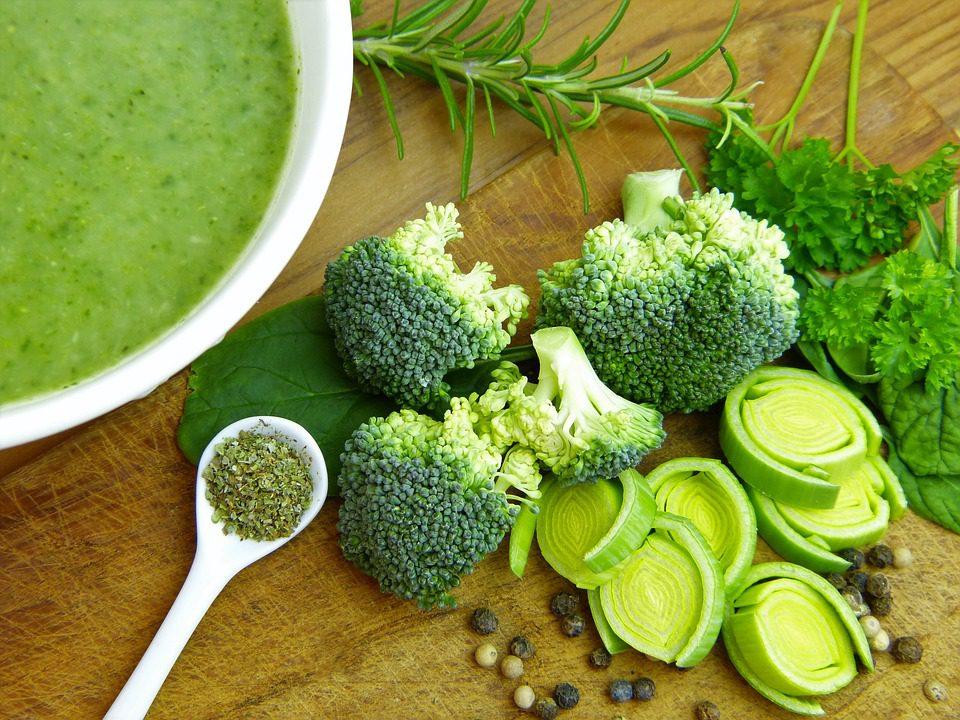 Dostupnost vitamin K z listové i ostatní zeleniny znatelně zvýšíte přídavkem tuku