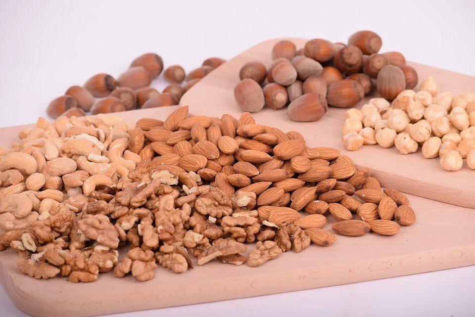 Vitamin E získáváme z rostlinných olejů, ořechů a semen, avokáda, obilných klíčků