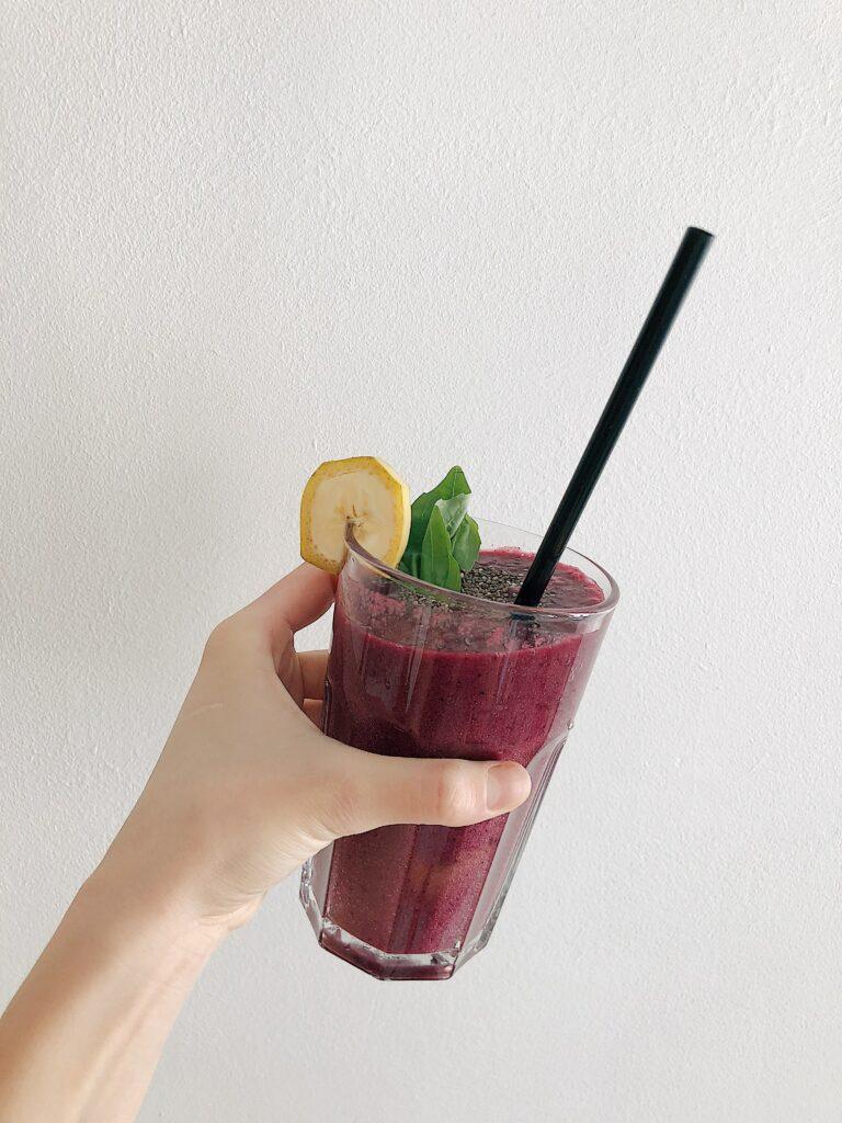 Zeleninová smoothie snídaně je nejzdravější alternativou ovocné smoothie snídaně.