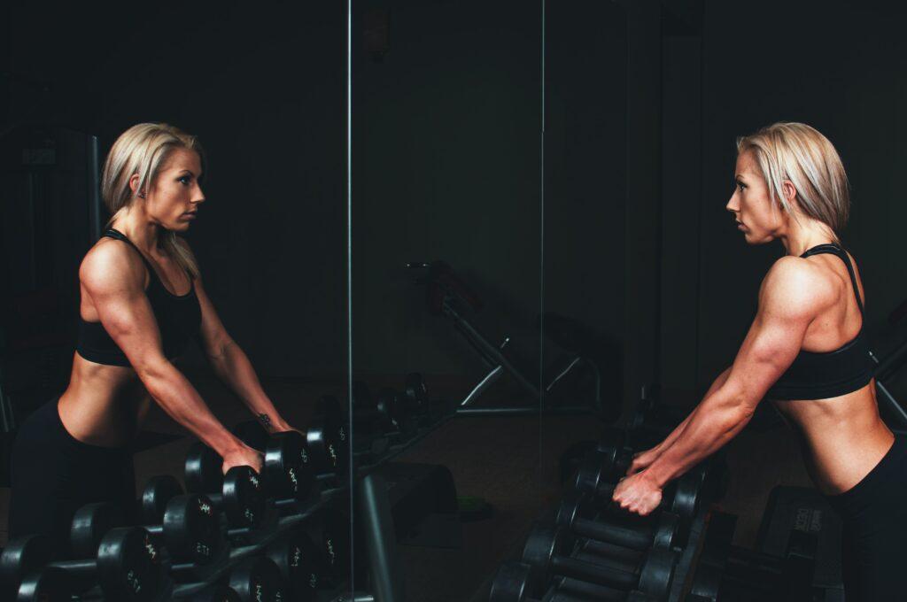 Triceps je trojhlavý sval pažní
