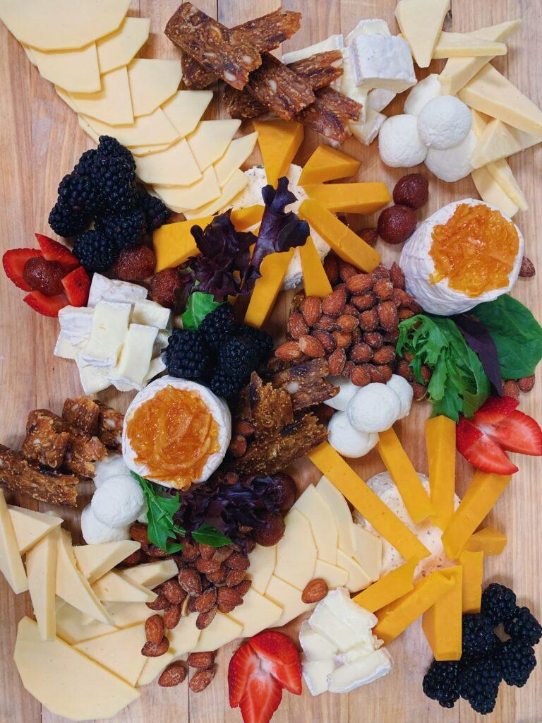 Známé svým vysokým obsahem vápníku je určitě mléko, mléčné výrobky a zejména tvrdé sýry.