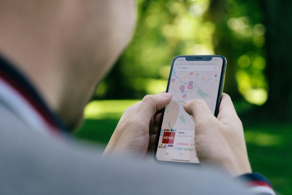 Aplikace mapy si také stáhněte, nechcete přece při běhání zabloudit