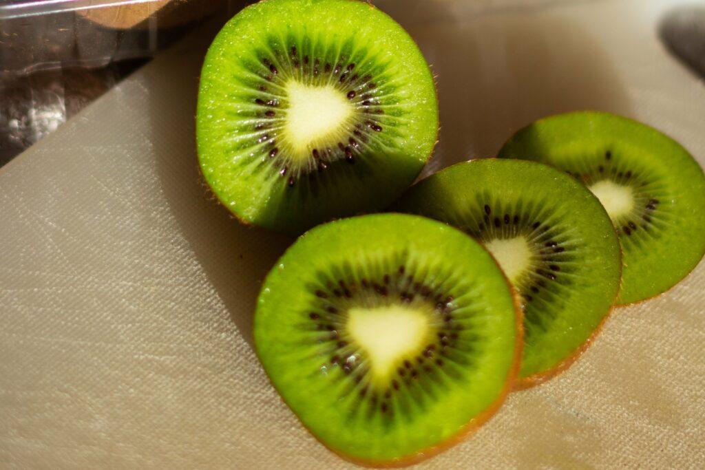 Kiwi je skvělý zdroj vitaminu