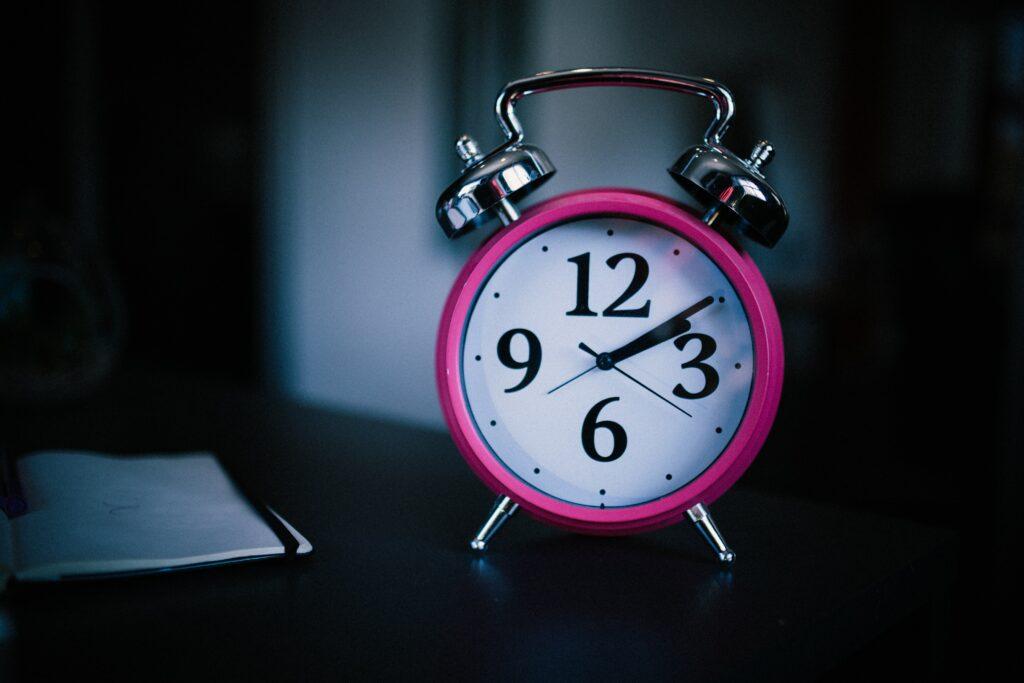 Pokud nechcete mít oteklé a unavené oči, dodržujte spánkovou hygienu