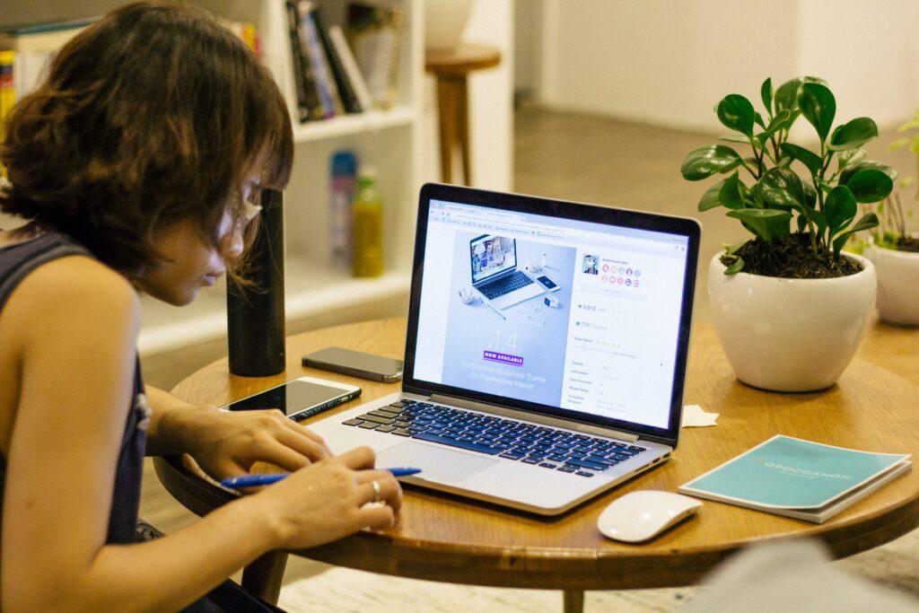 Ženy volí většinou sedavé zaměstnání, nebo fyzicky náročné. Nicméně, všechno se dá během dne vykompenzovat